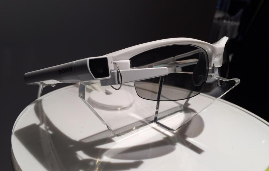 CES 2015 First Impressions: Sony SmarteyeGlass Attach!