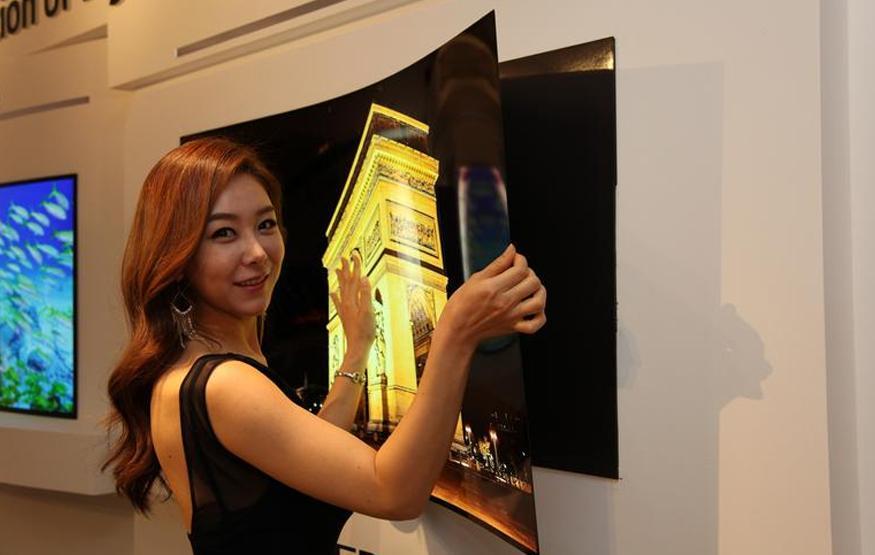 "LG unveils super-thin ""wallpaper"" TV"