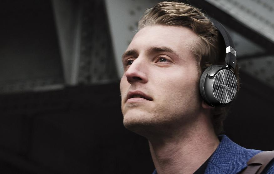 Wireless noise-cancelling headphones for under AUD$200