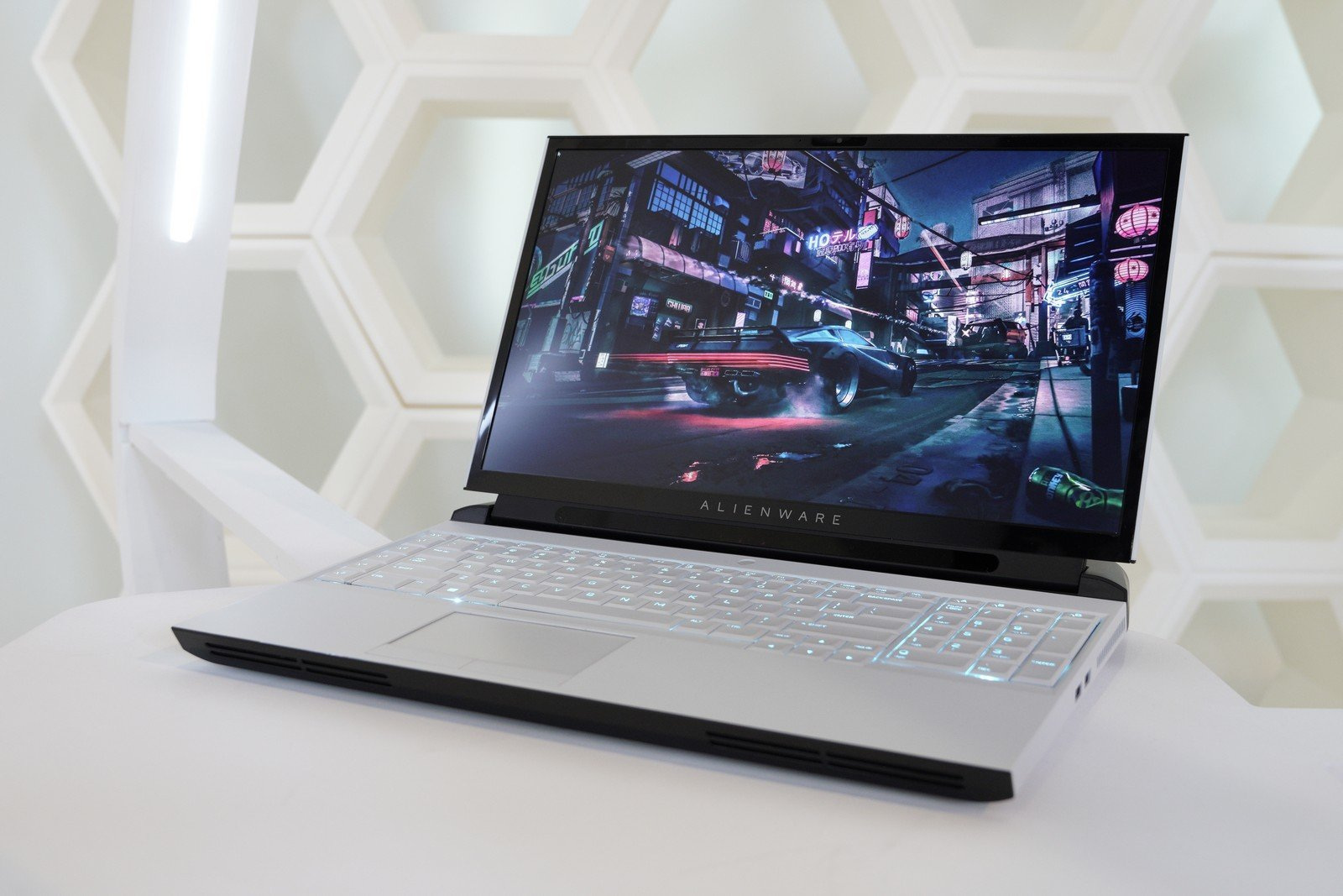 Alienware's new laptop sacrifices mobility for upgradeability